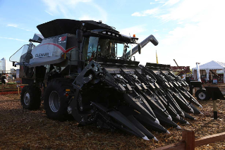 20160901-agco-3200-series-corn-header-harvesting-fps2016-introduction.jpg