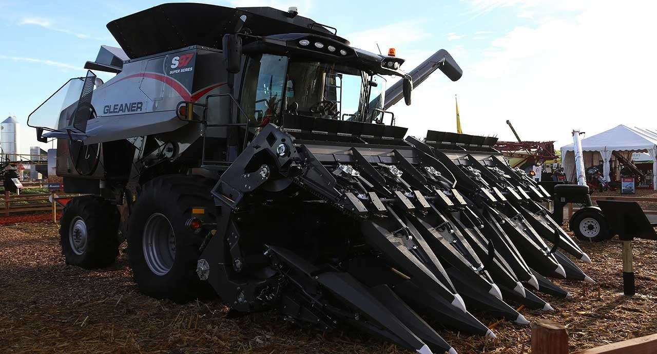 gleaner-combines-3200-series-corn-head-hero.jpg